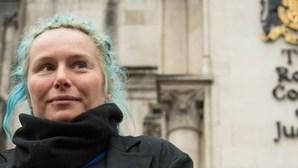 Ativista que manteve relação de dois anos com agente infiltrado ganha processo em tribunal
