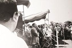 O general Spínola na despedida de um contingente, em Cumeré
