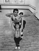 1979: Freddie Mercury decide ir a uma aula de ballet na zona de Covent Garden, em Londres.