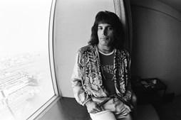 "1976: O vocalista dos Queen no Hotel Pacific de Tóquio durante a tournée da banda ""Night At The Opera""."