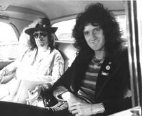 1974: Freddie Mercury juntamente com o seu colega e guitarrista dos Queen Brian May.