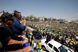 Presidente brasileiro esteve presente e discursou para a multidão de apoiantes