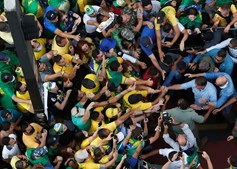 Milhares de apoiantes de Bolsonaro saíram às ruas para mostrar o seu apoio ao presidente brasileiro