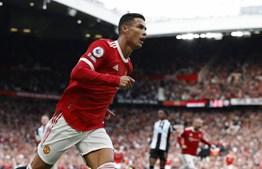 Quem sabe não esquece. Ronaldo bisa no regresso ao Manchester United