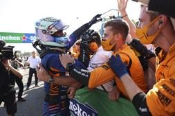 Daniel Ricciardo celebra a vitória do Grande Prémio de Itália