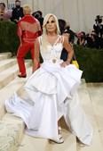 Donatella Versace em Versace