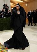 Rihanna em Balenciaga Couture