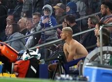 Richarlison concretiza sonho de criança em pleno jogo da Liga inglesa