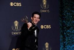 Josh O'Connor vencedor do prémio de Melhor Ator em série dramática pelo papel representado em The Crown