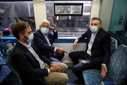 António Costa, Pedro Nuno Santos e Duarte Cordeiro viajaram de comboio entre Lisboa e Cascais