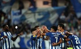 Jogadores do FC Porto celebram o golo de Mehdi Taremi no jogo frente ao Gil Vicente durante a partida da 7.ª jornada da Liga Bwin