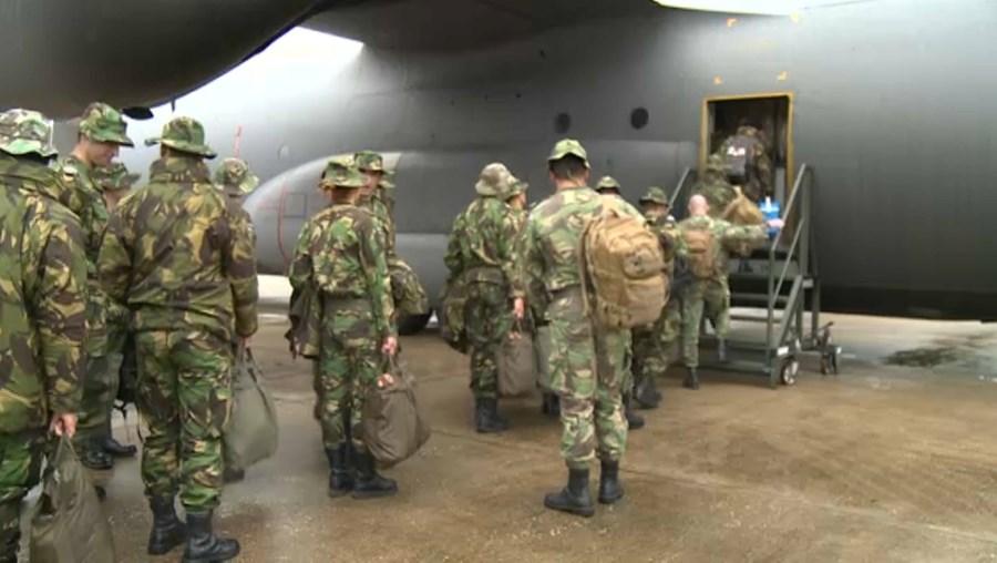 Os militares portugueses que apoiaram os refugiados afegãos no Kosovo