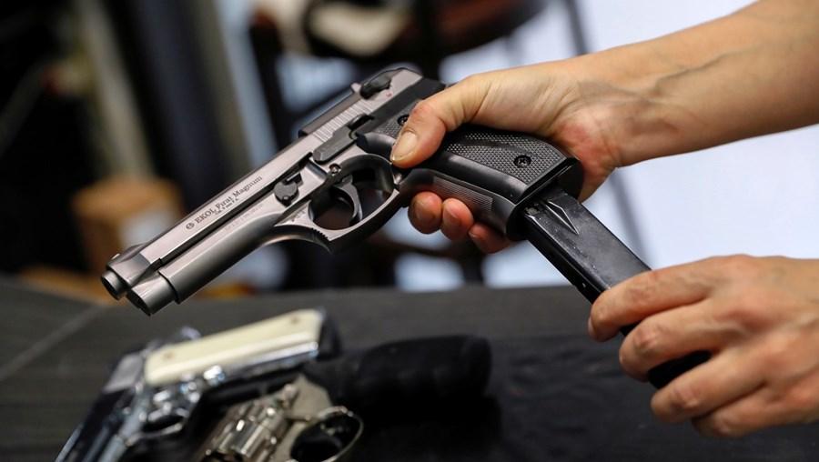 Detido estava na posse de uma pistola municiada