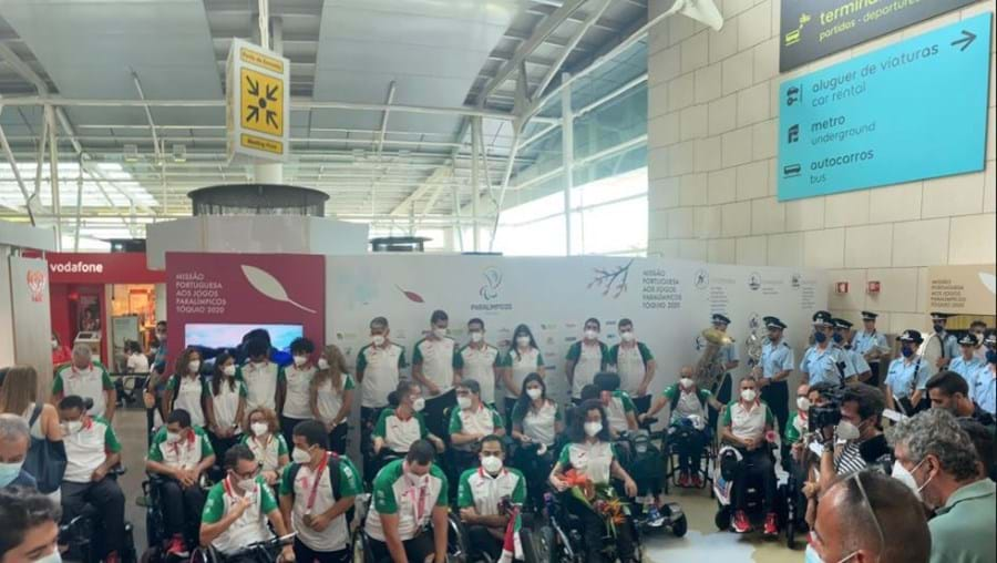 Atletas paralímpicos no aeroporto de Lisboa