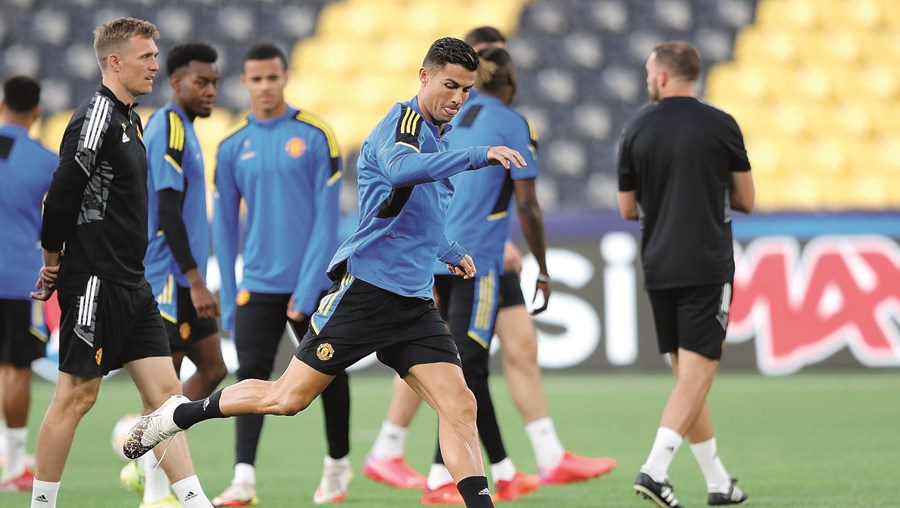 Cristiano Ronaldo durante o treino de segunda-feira, já no campo do Young Boys (Suíça), onde esta quarta-feira joga