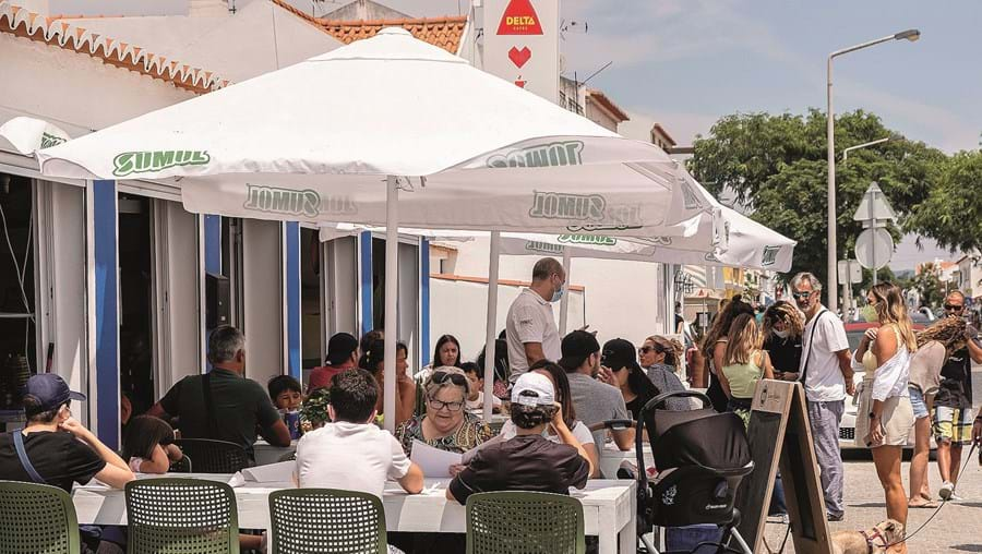 Restaurantes aguardam anúncio do fim das restrições