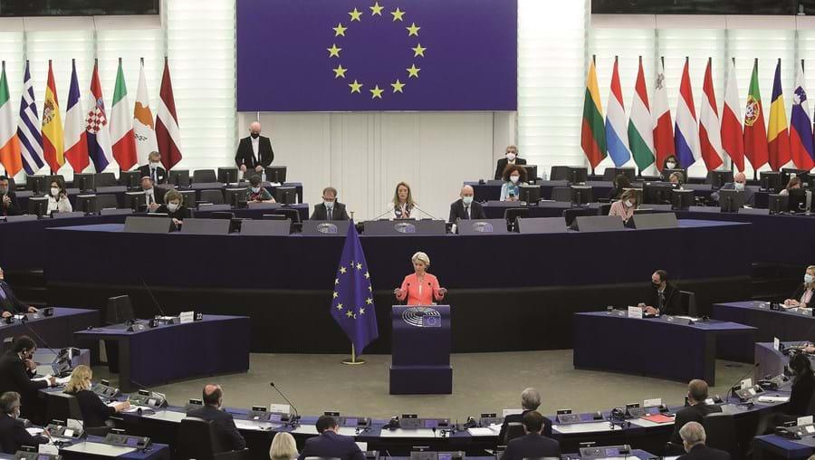 Ursula von der Leyen esteve no Parlamento para fazer o balanço do combate à pandemia e revelar a estratégia governativa futura da Comissão a que preside