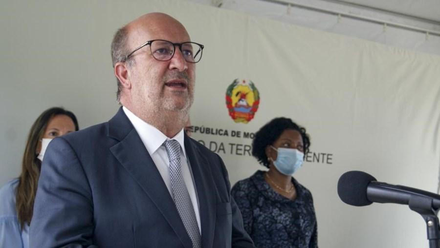 Ministro do Ambiente e da Ação Climática português durante o encontro com a ministra da Terra e Ambiente de Moçambique