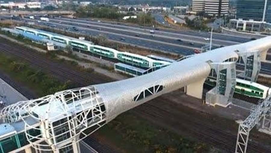 Maior ponte pedonal fechada fica em Ontário