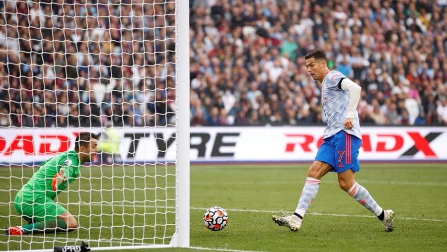 Cristiano Ronaldo não perdoou, frente a Fabianski, e marcou o terceiro golo em dois jogos após o regresso ao United