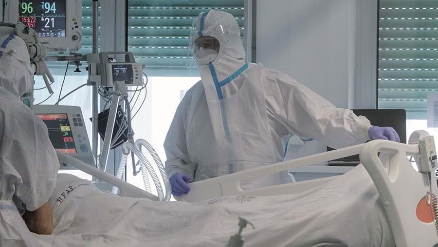Janeiro foi o pior mês da pandemia, em que a taxa de letalidade acima dos 80 anos chegou a ser superior a 30 por cento