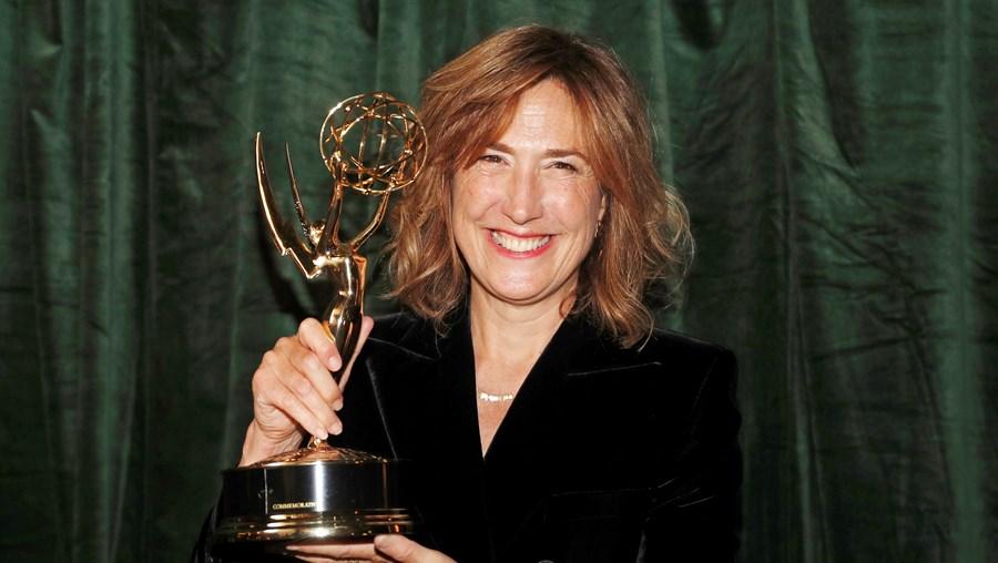 """Jessica Hobbs, da série """"The Crown"""", venceu o Emmy de Melhor Realização em Série Dramática"""