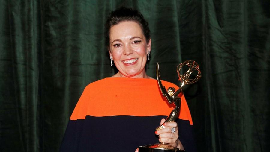 """Olivia Coleman, vencedora do Emmy para Melhor Atriz em Série Dramática, pela sua prestação em """"The Crown"""", como Isabel II"""