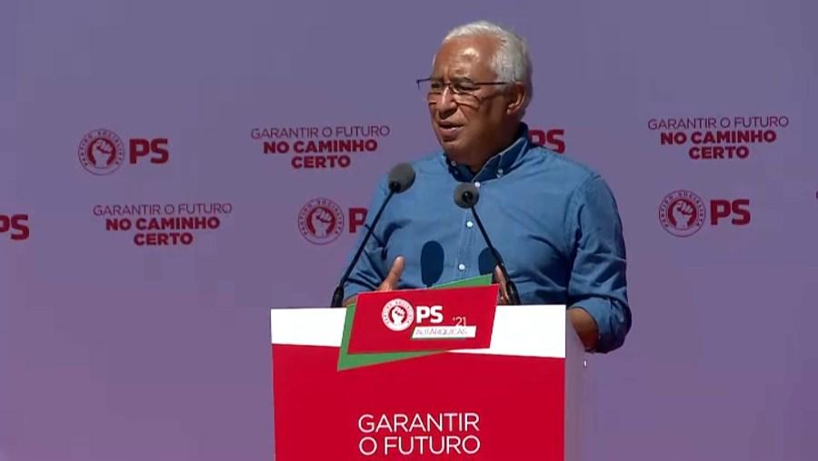 António Costa fintou manifestantes que insurgiam contra a poluição fluvial