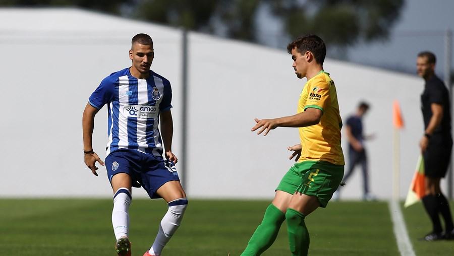 João Mendes é lateral e joga agora no FC Porto B, originário do V. Guimarães B