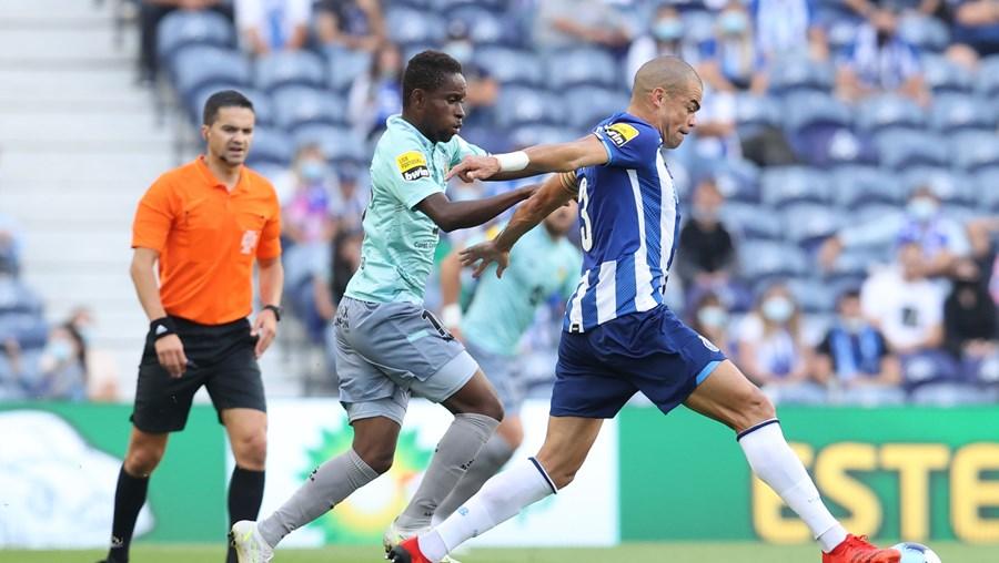 Pepe tem 38 anos e é motivo de discórdia entre FC Porto e Marítimo pela transferência para o Real Madrid em 2007