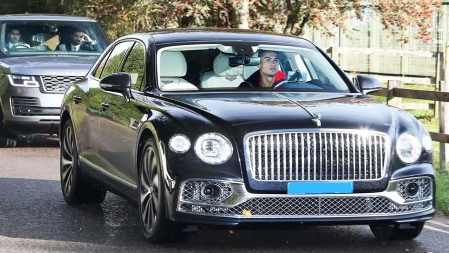 Ronaldo chegou ao treino do Manchester United num Bentley de mais de 290 mil euros
