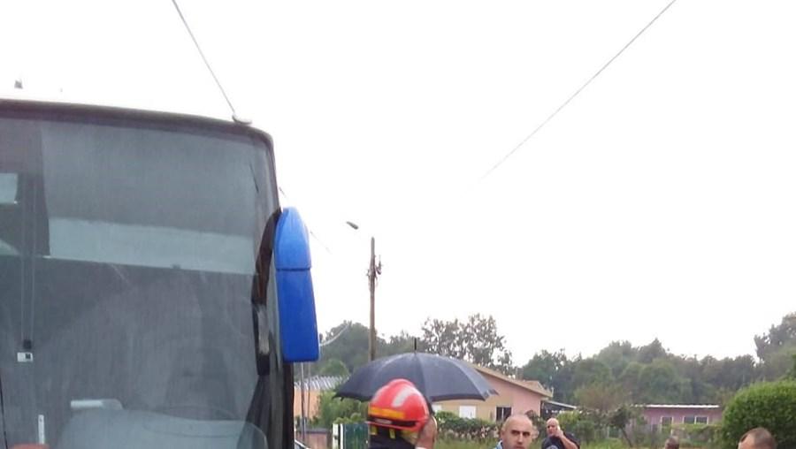 Violenta colisão entre carro e autocarro em Matosinhos