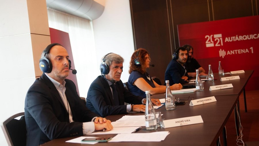 António Fonseca, (na segunda cadeira), candidato do Chega à presidência da Câmara do Porto