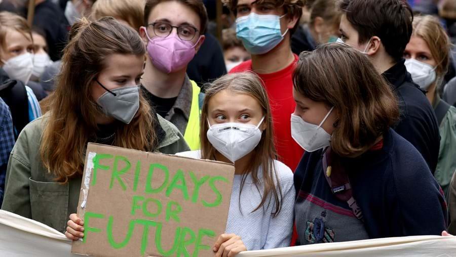A ativista Greta Thunberg num protesto em Berlim organizado pelo movimento Fridays for Future