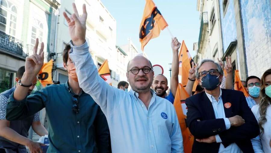 Vladimiro Feliz (centro), candidato do PSD à câmara municipal do Porto nas eleições autárquicas