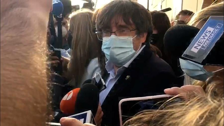 Carles Puigdemont, líder catalão, pode deixar Itália mas tem de voltar a 4 de outubro
