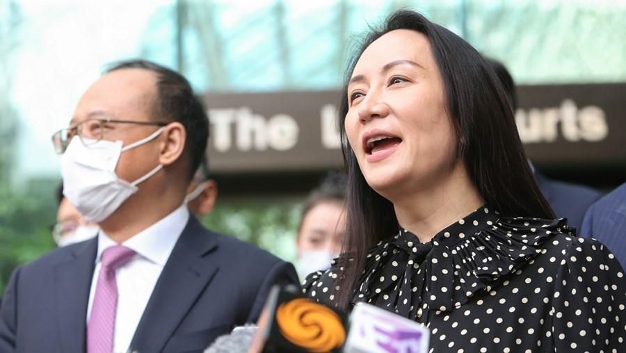 Meng Wanzhou, diretora financeira da Huawei, fala aos jornalistas à saída do Supremo Tribunal