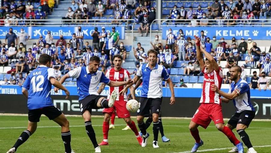 Jogo entre o Alavés e o Atletico Madrid , no estádio Mendizorroza, em Espanha