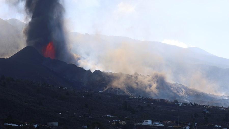 Abertura de novas bocas de lava forçou a retirada de mais de 300 pessoas
