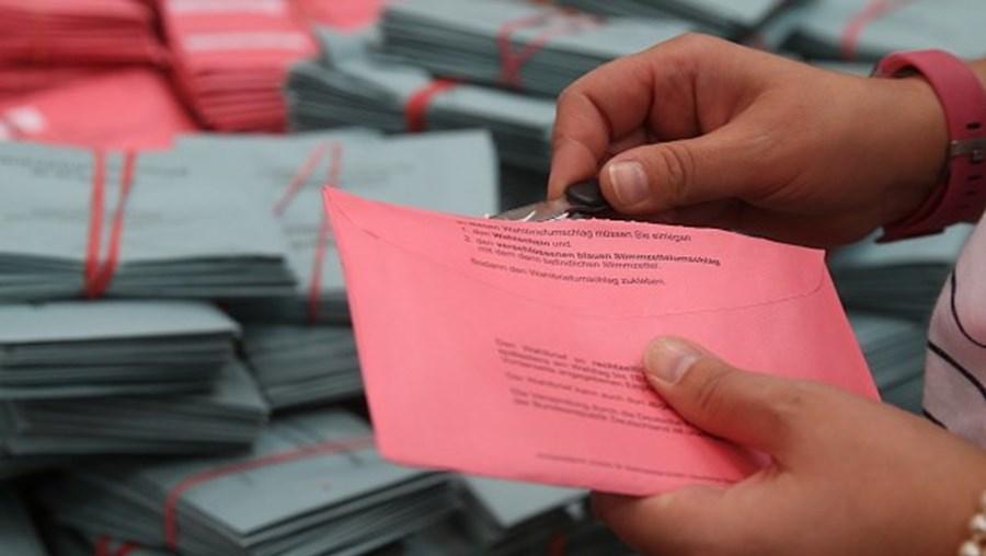 Sondagem à boca das urnas dá empate entre CDU e SPD