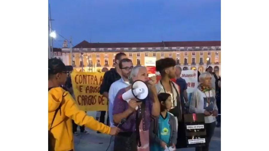 Dezenas de negacionistas manifestam-se em Lisboa contra alterações à Constituição