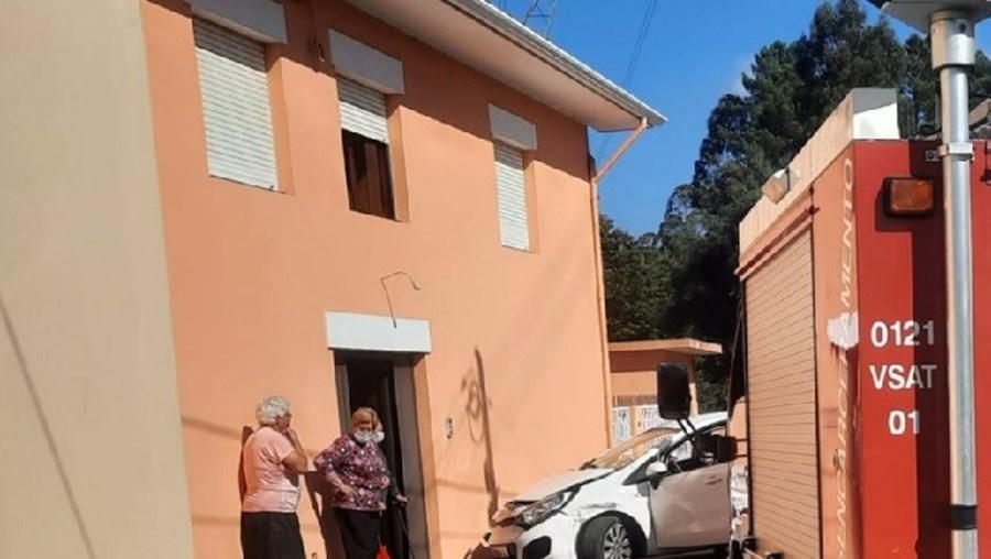 Condutor alcoolizado despista-se e fica em estado grave em Santa Maria da Feira
