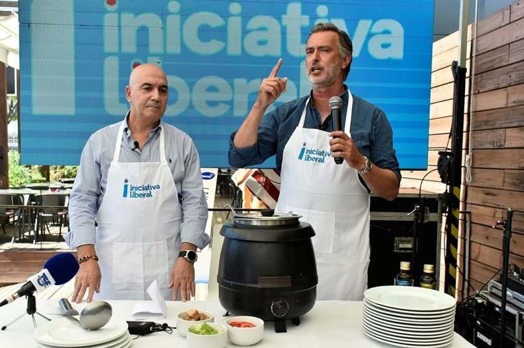 O líder do iniciativa liberal, cotrim de figueiredo, deu a receita para 'um portugal mais liberal' enquanto fazia um refogado.