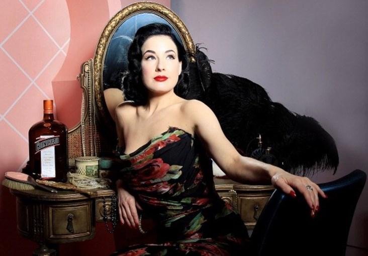 'Rainha do burlesco', Dita Von Teese, vem a Portugal em 2022