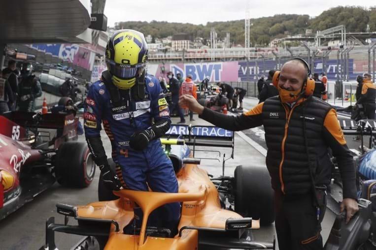 Piloto de fórmula 1 Lando Norris assegura o primeiro lugar da grelha da partida para domingo