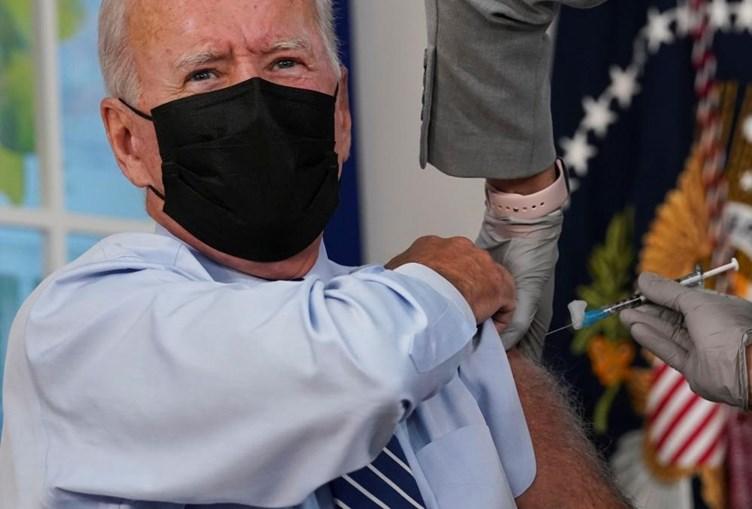 Joe Biden recebe terceira dose da vacina Covid-19