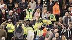 Herói de bancada salva vida de adepto em jogo entre Newcastle e Tottenham