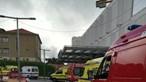 Dezenas de ambulâncias fazem fila à porta do Hospital Eduardo Santos Silva, em Gaia
