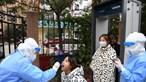 China volta ao confinamento após detetar surto com pelo menos 51 casos