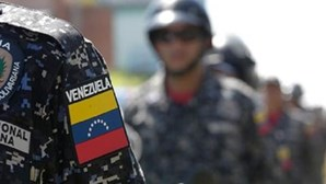 """Oito polícias detidos por """"execução extrajudicial"""" de jovem de 21 anos na Venezuela"""